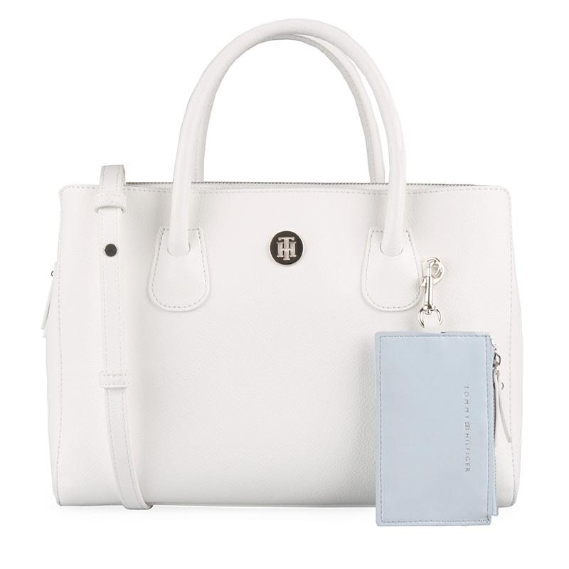 Elegantní kabelka z nové kolekce jaro léto 2019 skvěle doladí váš outfit a  získá si vás svým provedením. TOMMY HILFIGER ... c4858ca35d4