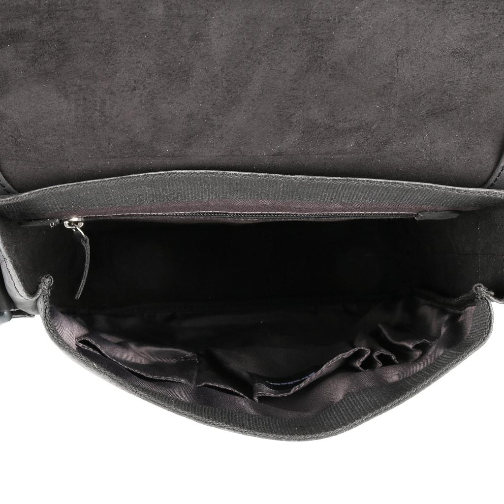 Uvnitř tašky je k dispozici zipová kapsa a 4 otevřené přihrádky na  drobnosti a psací potřeby. Do tašky lze umístit dokumenty formátu A4. 9d469b43b8