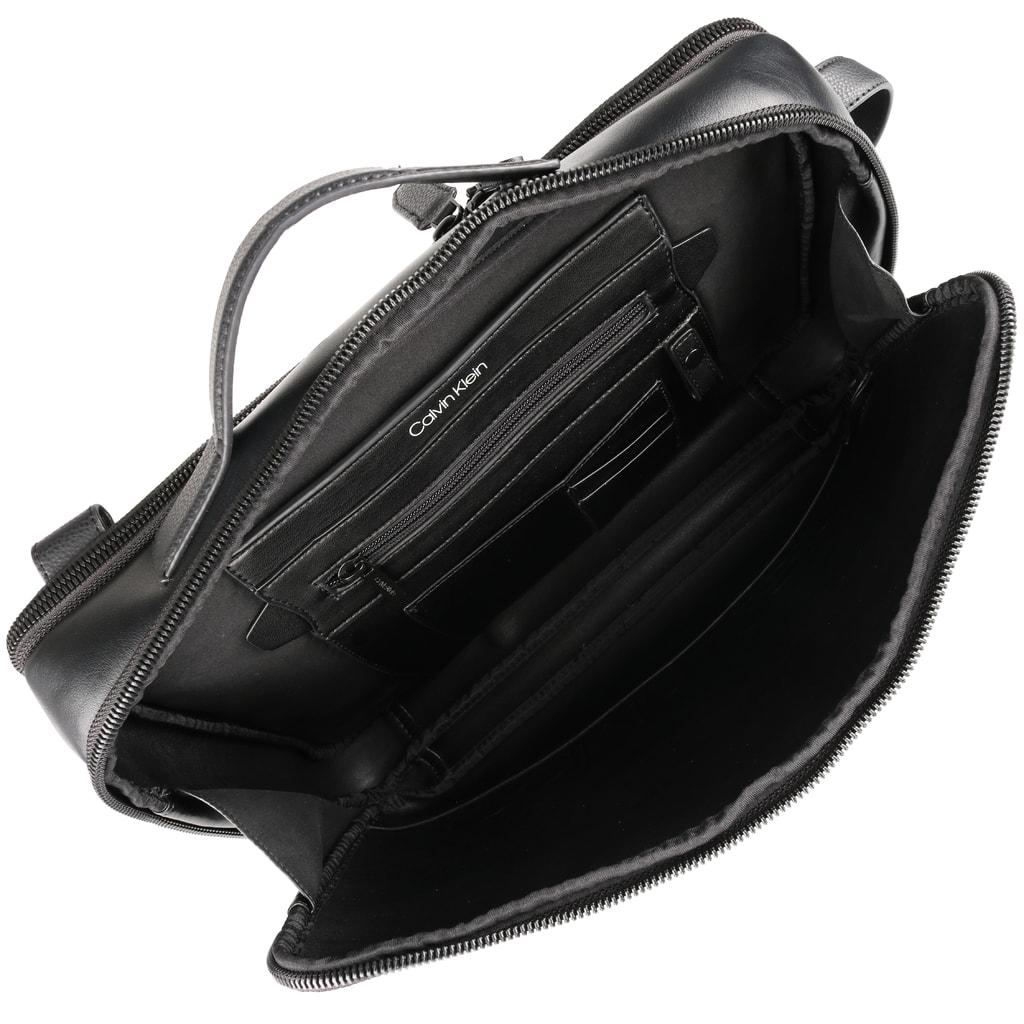Taška na notebook Elevated Logo je vyrobená zo syntetickej kože a je vďaka  tomu nenáročná na údržbu. 2ec2a946d06