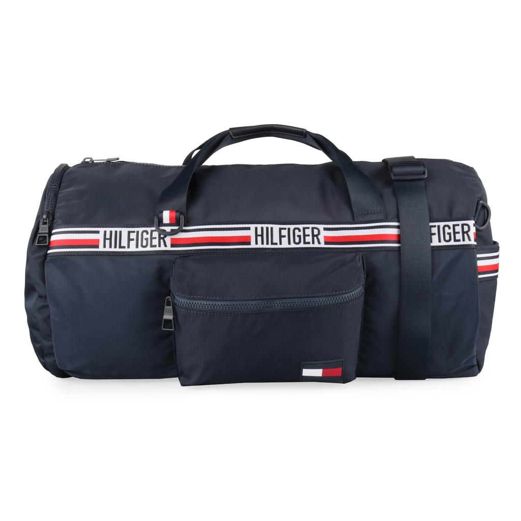 Praktická sportovní cestovní taška a batoh 2v1 od oblíbené značky Tommy  Hilfiger. 63ff86cf4d